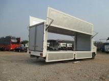 Xe tải Hino FG 9 tấn Thùng Kín Cánh Dơi