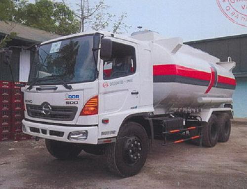 Xe tải hino chở xăng dầu