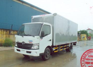 Xe tải hino xzu730 5 tấn thùng kín